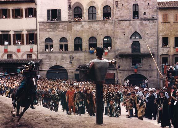 """1° settembre: """"uccide"""" la Chimera con un tre nello spareggio. Tiro difficilmente-facile in questa circostanza. Sant'Andrea attendeva questo momento dal 1977. Sarà il 18º successo biancoverde. (Foto Piero Vannuccini)"""